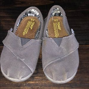Toms Toddler Size 6- Gray